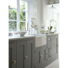 grey cabinets and farmhouse sink.I will have a farmhouse sink! Grey Kitchen Cabinets, Kitchen Redo, New Kitchen, Kitchen Dining, Grey Cupboards, Shaker Cabinets, Kitchen Units, Base Cabinets, White Cabinets