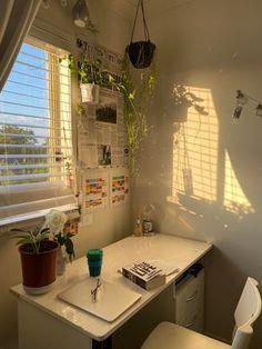 Room Design Bedroom, Room Ideas Bedroom, Bedroom Decor, Light Bedroom, Bedroom Inspo, Study Room Decor, Indie Room, Minimalist Room, Pretty Room
