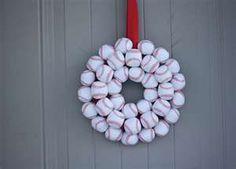 Fabulous DIY Summer Wreaths What boy wouldn't love this wreath? Big or little?) This site has a variety of wreaths.What boy wouldn't love this wreath? Big or little?) This site has a variety of wreaths. Baseball Wreaths, Baseball Crafts, Baseball Party, Baseball Mom, Baseball Stuff, Softball Wreath, Sports Wreaths, Baseball Decorations, Softball Stuff