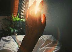 Dias tristes, vontade de fazer nada, só dormir. Dormir porque o mundo dos sonhos é melhor, porque...