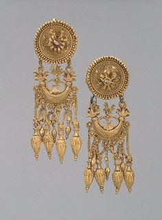(Bosporan kingdom) Pair of gold earrings with a disc and a crescent-shaped pendant. Gold stamped, engraved and filigreed, with granulation. ca 300 BCE. Ancient Jewelry, Antique Jewelry, Gold Jewelry, Vintage Jewelry, Jewelry Accessories, Jewelry Design, Greek Jewelry, Ethnic Jewelry, Indian Jewelry