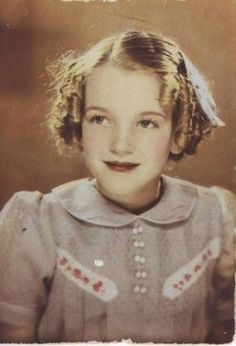marilyn monroe childhood photo. Never saw this one!