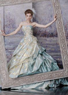 Victria Princezka l Beautiful Costumes, Beautiful Gowns, Elegant Dresses, Pretty Dresses, Bridal Gowns, Wedding Gowns, Wedding Venues, Fantasy Gowns, Colored Wedding Dresses