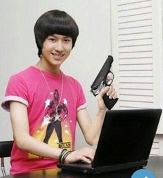 Kpop Zodiac - Signs As Taemin Memes K Meme, Funny Kpop Memes, Exo Memes, Meme Faces, Funny Faces, K Pop, Mtv, Haha, Shinee Taemin