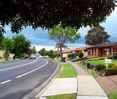 When the neighborhood likes like this 😍😍 #ozshotmag #ig_australia #ig_travel #sydney_insta #house #walk #road #path #beautifulhomes #lifestyle #life