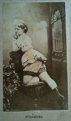 Old West Saloon Girls - Bing Images Old West Photos, Antique Photos, Vintage Pictures, Vintage Photographs, Old Pictures, Rare Photos, Burlesque Vintage, Old West Saloon, Saloon Girls