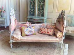 Maritza mixes textures and colours Cottage Country Daybed~ 1:12 Dollhouse Scale