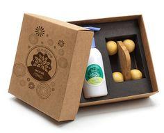 Remind: brindes promocionais : Kit Massagem com 1 pote de Hidratante de 120 mL e 1 Massageador Madeira