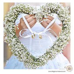 Linda Ideia de porta aliança para #daminha #flowegirl  Imagem do ig @blogamormaisamor  #mae_festeira #casamento #wedding #weddingday #weddingideas #bride #noiva #noivas #casamento #ideiasdecasamento