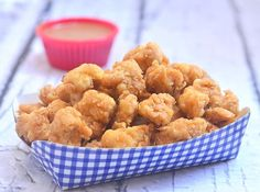 Recipe and tips for super moist and super crisp Popcorn chicken. Delicious as a snack or a light meal, everyone in the family are sure to love these chicken morsels.