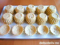 Norwegian Christmas, Mini Cupcakes, Food And Drink, Sweets, Desserts, Christmas Cakes, Xmas Cakes, Deserts, Good Stocking Stuffers