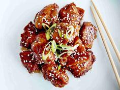 Pusťte svěží vítr do své kuchyně. Co byste dnes měli ochutnat ze světové gastronomie? Korejské smažené kuře YANGNYEOM TONGDAK ! Korean Kitchen, China Food, Recipe Images, Korean Food, Kimchi, Chicken Wings, Steak, Beef, Recipes