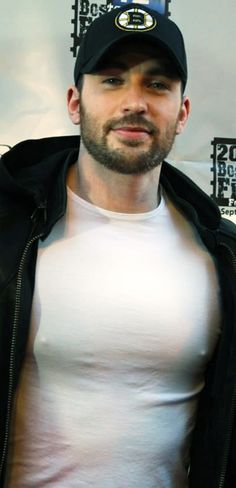 Chris Evans candid. I usually have an issue with seeing a guys pecks through his shirt, but I'm going to make an exception because it's the Captain of my America. So fine!!!