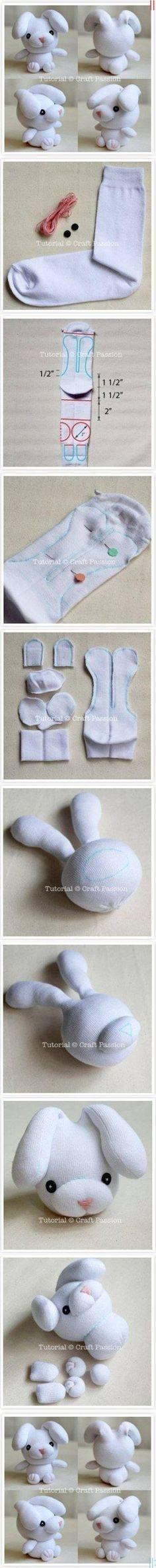 Beyaz Çoraptan Sevimli Tavşan Yapmak