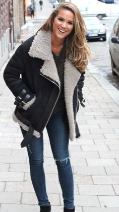 .fall outfits womens fashion clothes style apparel clothing closet ideas. warm jacket jeans street