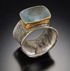 Sterling silver ring with hand forged 18kt bezel, 7ct frosted topaz