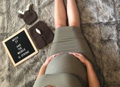 Pin by Jessika Dodaro on Maternity pictures Pregnancy Timeline Photos, Weekly Pregnancy Pictures, Baby Bump Pictures, Funny Maternity Pictures, Cute Pregnancy Announcement, Pregnancy Bump, Pregnancy Videos, Pregnancy Quotes, Pregnancy Shirts