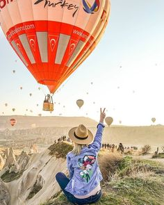 everybody enjoy the holiday . has opened in Cappdocia alsoso two eventsdouble fun. Nice pic by . Click the link to reserve your discount balloon flights. Cappadocia Balloon, Cappadocia Turkey, Istanbul Turkey, Hot Air Balloon Festival Outfit, Balloon Prices, Capadocia, Balloon Flights, Air Ballon, Air Balloon Rides