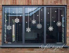 Christmas Decals, Christmas Window Decorations, Noel Christmas, Simple Christmas, Christmas Crafts, Christmas Window Display Home, Christmas Windows, Elegant Christmas, Christmas 2019