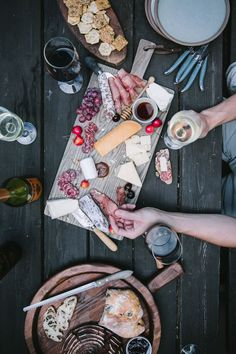 Eva shares her entertaining tips for the summer, including a DIY White Wine Spritzer Bar and how to make a charcuterie plate. White Wine Spritzer, Charcuterie Plate, Pop Up Restaurant, Welcome To Our Wedding, Good Times Roll, Food Concept, Summer Picnic, Cute Food, Holiday Recipes