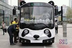 'Panda bus' appears in downtown Chengdu - People's Daily Online. wow I have never had a bucket list until I learned about Chengdu. Fat Panda, Panda Bebe, Baby Animals, Cute Animals, Panda Costumes, Panda Party, Most Beautiful Animals, Chengdu, Spirit Animal