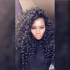How to style the box braids? Tucked in a low or high ponytail, in a tight or blurry bun, or in a semi-tail, the box braids can be styled in many different ways. Box Braids Hairstyles, Curly Braids, Girl Hairstyles, Teenage Hairstyles, Hairstyles Videos, Curly Haircuts, Goddess Hairstyles, Medium Hairstyles, Curly Crochet Hair Styles