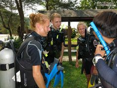 Instructor Vic and his students have a friendly chat before starting their day of SCUBA!