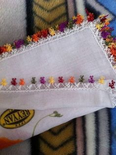 This Pin was discovered by Nez Beaded Collar, Needle Lace, Lace Making, Embroidery Techniques, Knitted Shawls, Lace Design, Knitting Socks, Handicraft, Hand Stitching