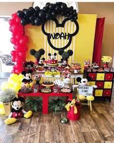 If you like Mickey Mouse and you have a party to give soon, you're in luck we bring you several ideas to make your Mickey Mouse party. Mickey Mouse Party Decorations, Minnie Y Mickey Mouse, Mickey 1st Birthdays, Fiesta Mickey Mouse, Mickey Mouse Clubhouse Birthday Party, Mickey Mouse Parties, Mickey Birthday, Mickey Party, Birthday Parties