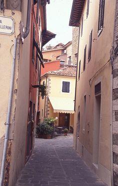 Walking around Montecatini Alto, Tuscany, Italy