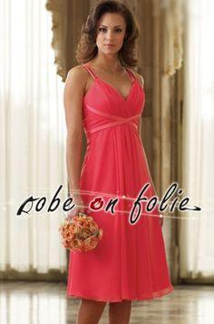 Superbe robe de soirée mi-longue couleur rose en mousseline avec un décolleté sexy