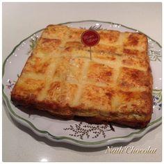 Cette entrée à été réalisé par ma nièce Salomé qui à 10 ans. Nous l'avons mangé lors de notre apéro. Elle à utilisé le moule tablette. - 8 tranches de pain de mie - 50 g de gruyère - 1 boule de mozzarella - 2 tranches de jambon - 20 cl de crème - 2 oeufs...