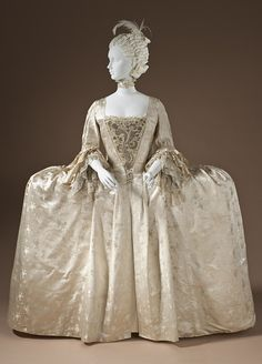 robe à la française, England, circa Silk satin with weft-float patterning and silk passementerie. (There is no way, w/o turning to the side that they got through the doorways of Regency! 18th Century Dress, 18th Century Clothing, 18th Century Fashion, Vintage Outfits, Vintage Gowns, Vintage Mode, Antique Clothing, Historical Clothing, Mode Rococo