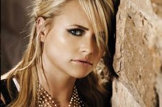 Miranda Lambert Attends 2014 Kentucky Derby, Looks Skinny Miranda Lambert News, Blake Shelton Miranda Lambert, Country Female Singers, Country Music Artists, Nashville, How To Look Skinnier, Girl Problems, Celebs, Celebrities