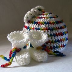 baby crochet hat and booties. 2 different pattern links, free