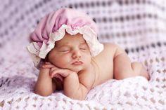 Śpiące noworodki, czyli sesja zdjęciowa zaraz po narodzinach