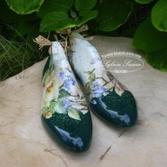 Decoupage Glass, Napkin Decoupage, Vintage Shoes, Vintage Decor, Vintage Antiques, Estilo Shabby Chic, Old Shoes, Shoe Last, Altered Bottles