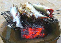 15. Cá chốt nướng của người Tây Nguyên: Cá chốt là một đặc sản của người dân các tỉnh Tây Nguyên, do đặc tính thích bơi ngược dòng nên thịt cá mềm nhưng không bị nhão. Trong cái khí trời lành lạnh của Tây Nguyên, được ngồi bên bếp lửa hồng và thưởng thức những con cá chốt nướng thơm ngon thì không còn gì bằng.