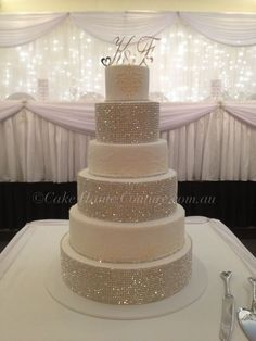 would love to see a red accent for my wedding cake, but I LOVE the bling