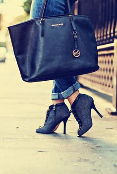 those shoes and purse LOVE