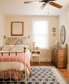 15 Beautiful Shabby Chic Bedroom Ideas For Women Home Bedroom Feminine Bedroom Small Bedroom Designs