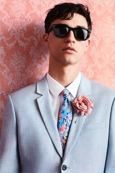 Fashion photographer Paul Wetherell captured Topman Tailoring s Summer 2018  advertisement featuring models Jackson Hale, Jacob Bixenman, and Henry  Rausch. 6ebc407bb6