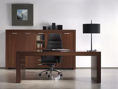 Muebles de oficina direccionales de la serie Belesa con acabados en madera natural, diseñados por Estelles design. Mueble para despachos direccionales.