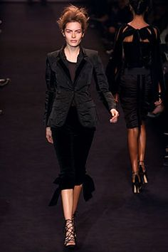 Saint Laurent - Fall 2002 Ready-to-Wear - Look 5 of 45