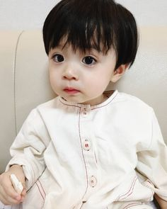 Image may contain: 1 person Cute Asian Babies, Korean Babies, Asian Kids, Cute Baby Boy, Lil Baby, Cute Kids, Baby Kids, Cute Babies Photography, Baby Bump Style
