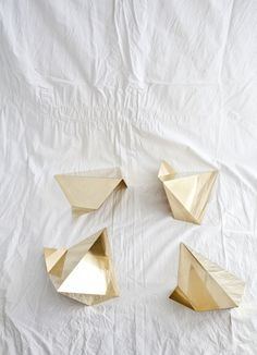 40 Phenomenal DIY Wood Home Decorations Gold Color Palettes, Rocks And Gems, Minimal Design, Decorating Blogs, Decorative Objects, Color Inspiration, Cool Designs, Arts And Crafts, Origami Birds