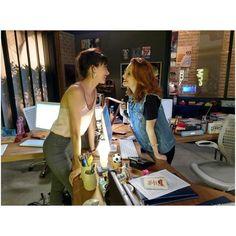 regram @lorenacomparato #Diainternacionalcontraahomofobia  #BINESSA em #ROCKSTORY  Qual o casal mais maneiro da novela ??? Hahaha obrigada por tudo @marivaz !!! Nem acredito que falta menos de um mês pra acabar ... Foi uma temporada linda DEMAIS !!! #vainessavanessa #rockstory #gaypride #lgbt #meninascommeninas #kiss4lgbtqrights #diganaoaopreconceito #saudadeseternas #vainessavanessa #somdiscos #elencodeprimeira #amovocê #internationaldayagainsthomophobia