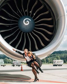 Airline Attendant, Flight Attendant, Sistema Solar, Airline Uniforms, Aircraft Engine, Airbus A380, Air Space, Jet Engine, Air Ride