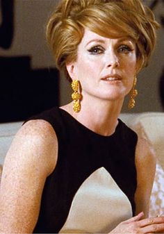 Julianne Moore in A Single Man, a film with the director is Tom Ford and stylist is Arianne Phillips. This dress've become the iconic because it shown off the the very essence of minimalist fashion, black-and-white!