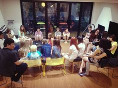 Russian guests also have their welcoming party at 1st floor living room. - YE'4 Guesthouse, Seoul